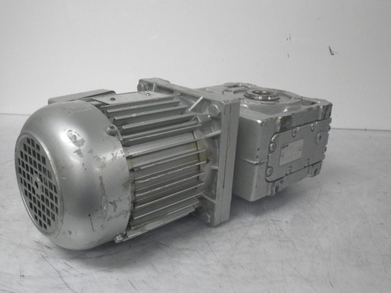 IMGP6494LENZE Motor + Gearbox 0.37kw or 12hp ip65 (10)