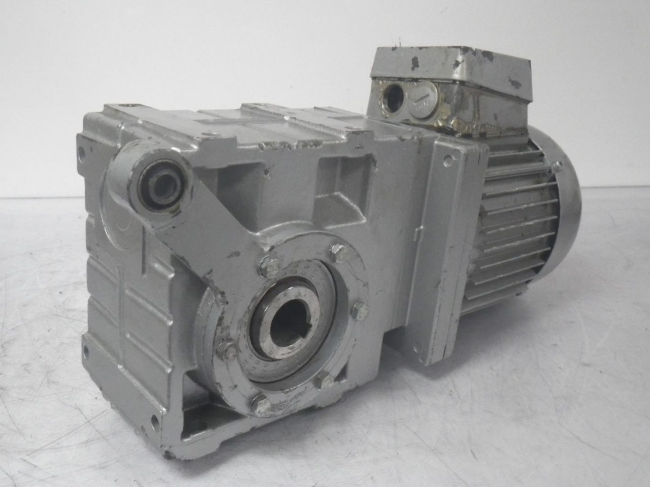 IMGP6494LENZE Motor + Gearbox 0.37kw or 12hp ip65 (5)