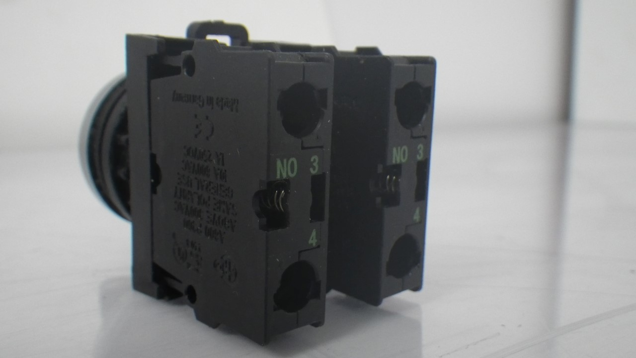IMGP7300M22-K10 X 2 Moeller contact block with onoff switch 10a contact block (Used Tested) (11)