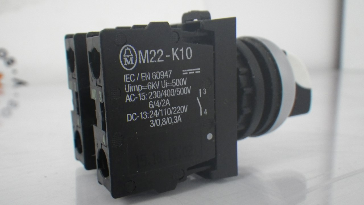 IMGP7300M22-K10 X 2 Moeller contact block with onoff switch 10a contact block (Used Tested) (13)