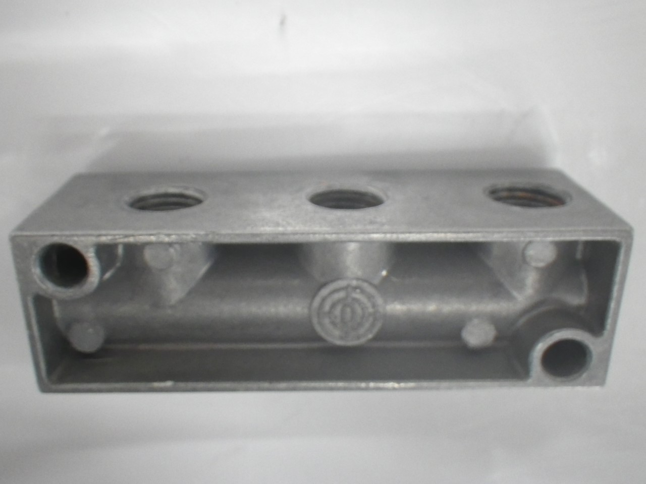 IMGP1108FR-4-14C Festo Pneumatic Distributor Block 3 Holes 9 x 2.7 x 3cm (Used Tested) (14)