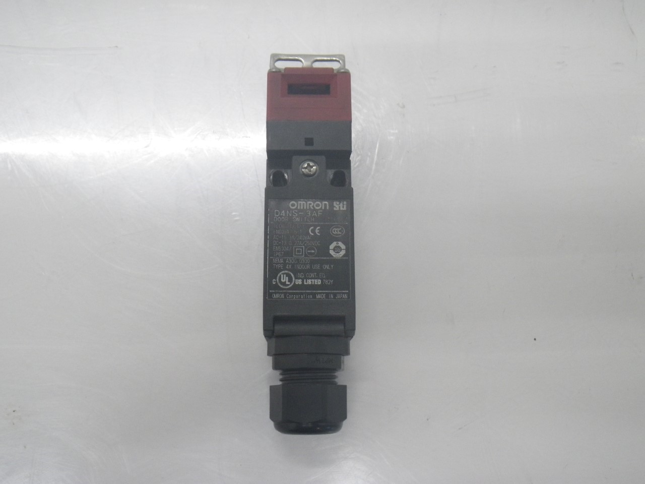 IMGP6811D4NS-3AFOmron Door Switch ,240 Vac, 3 A (Barely Used) (1)