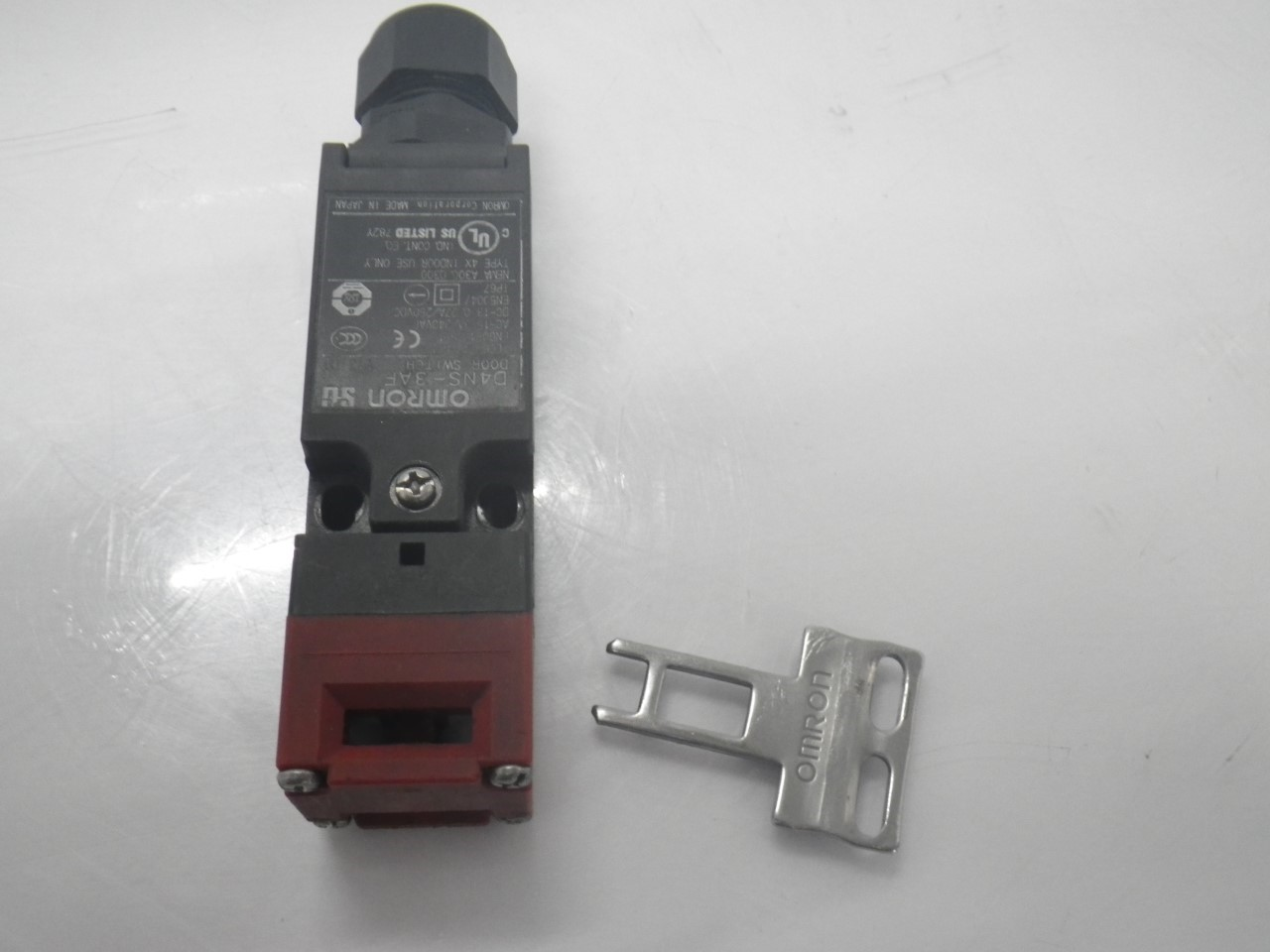 IMGP6811D4NS-3AFOmron Door Switch ,240 Vac, 3 A (Barely Used) (11)