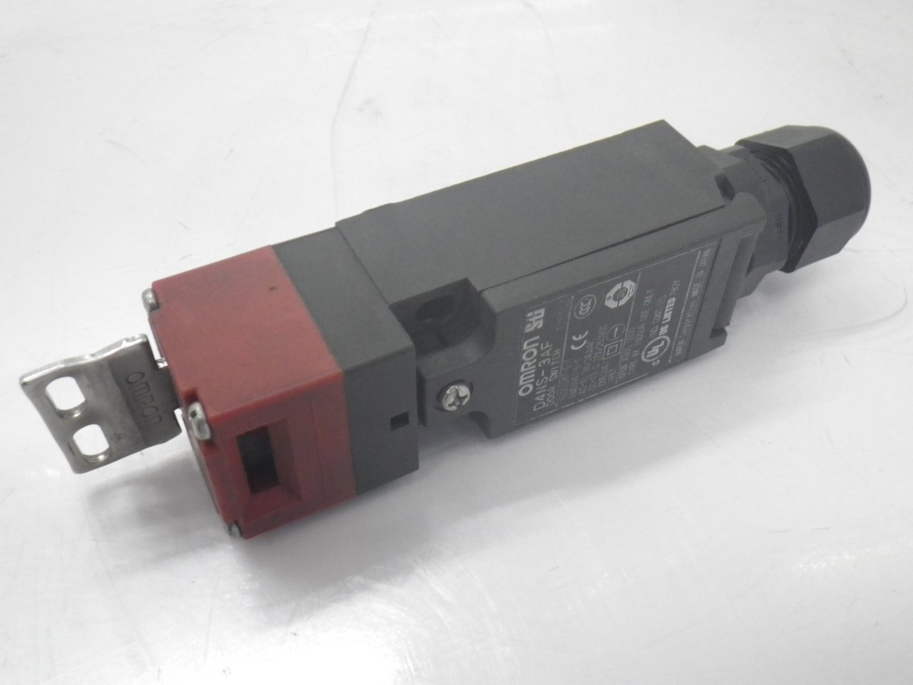 IMGP6811D4NS-3AFOmron Door Switch ,240 Vac, 3 A (Barely Used) (14)