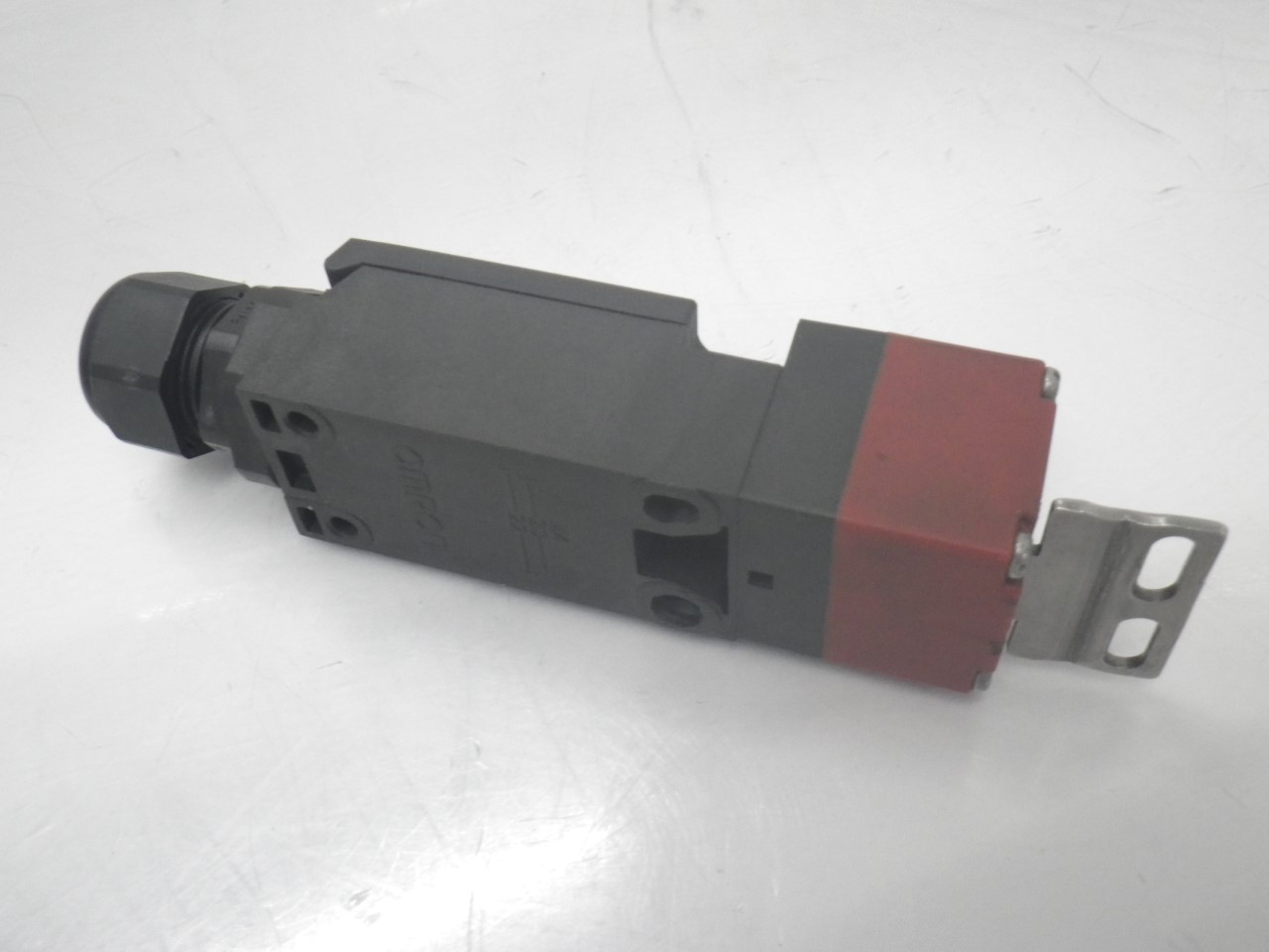 IMGP6811D4NS-3AFOmron Door Switch ,240 Vac, 3 A (Barely Used) (6)
