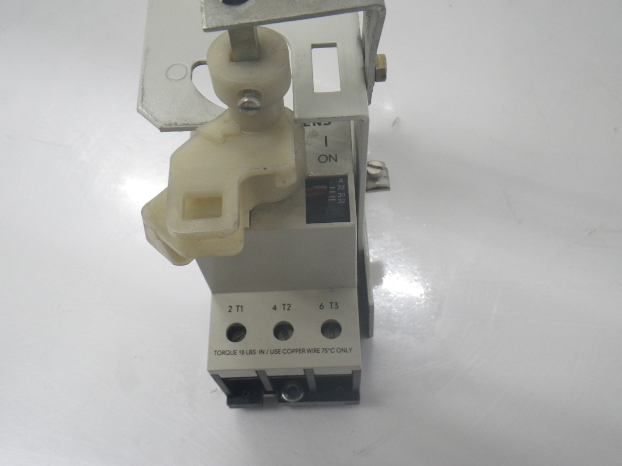 IMGP68893VE3-000-2PA00Siemens 3ve3-000-2pa00 Starter Protector 22-32a (Used Tested) (13)