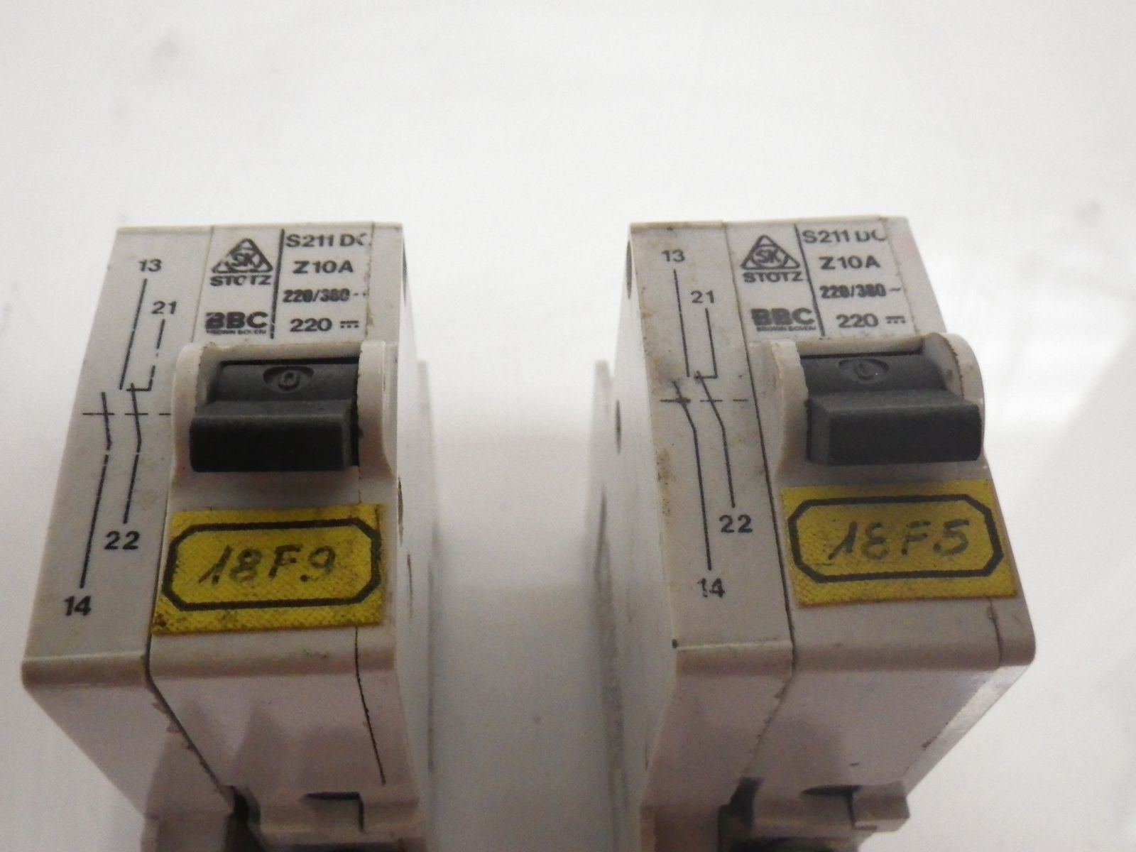 Schneider C60n C10 230 400v Circuit Breaker Lot Of 2 Used And Add A To Wishlist Loading